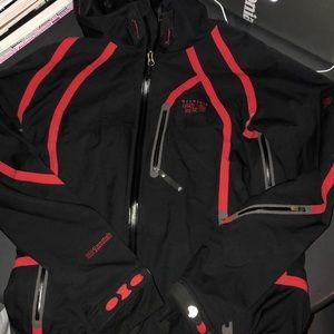Mountain Hardware gortex soft shell coat. M NWOT